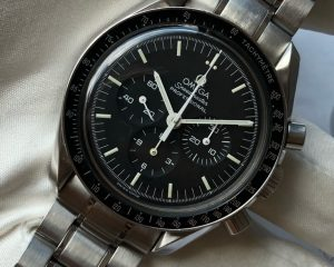 Speedmaster Professional Moonwatch chronograph 35735