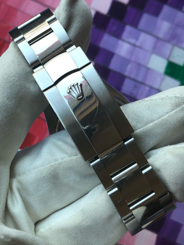 Rolex Oyster Perpetual Date Silver Dial115210
