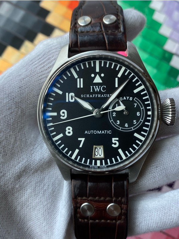 Brand: IWC Reference : IW5002-01, IW500201 Model: Big Pilot 5002 Size : Men (46mm) Function: 7 Days Power Reserve/date Case: Stainless Steel Movement : Mechanical Automatic Condition: 90% Remarks: Services Paper Only