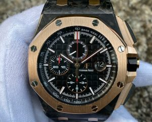 Brand: Audemars Piguet Reference : 26406FR.OO.A002CA.01 Model : Royal Oak Offshore QE II Cup 2016 Rose Gold/Carbon Limited Edition 200 Pcs Size : 44mm Function: Chronograph Case: 18K Rose Gold /Carbon Movement : Mechanical Automatic Condition: 95% Remarks: Box & Warranty Book ( 2016), Limited Edition 200 Pcs