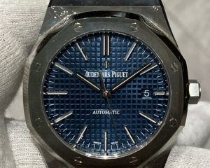 Brand: Audemars Piguet Reference : 15400ST.OO.1220ST.03 Model: Royal Oak Blue Dial 15400ST 41mm Size : 41mm Function: Date Case: Stainless Steel Movement : Mechanical Automatic Condition: 100% Remarks: Box & Warranty Booklet, J Series (2016)