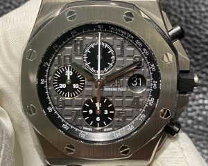 Brand: Audemars Piguet Reference : 26470ST.OO.A104CR.01 Model: Royal Oak Offshore Chronograph Elephant Grey 26470ST.OO.A104CR.01 Size : 42mm Function: Chronograph Case: Stainless Steel Movement : Mechanical Automatic Condition: 95% Remarks: Box & Papers