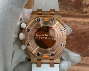 Brand: Audemars Piguet Reference : 26048OK.ZZ.D010CA.01 Model: Royal Oak Offshore Lady Chronograph Rose Gold Diamond Bezel Size : 37mm Function: Chronograph Case: Rose Gold Movement : Mechanical Automatic Condition: 95% Remarks: Box & Warranty Booklet, G Series