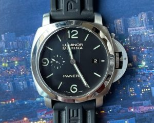 Brand: PANERAI Reference : PAM00312 ; PAM312 Model: PAM00312 Luminor 1950 3 Days Automatic 44mm Size : 44mm Function: Date Case: Stainless Steel Movement : Mechanical Automatic (P9000) Condition: 90% Remarks: Box & Papers ( L series 2010)